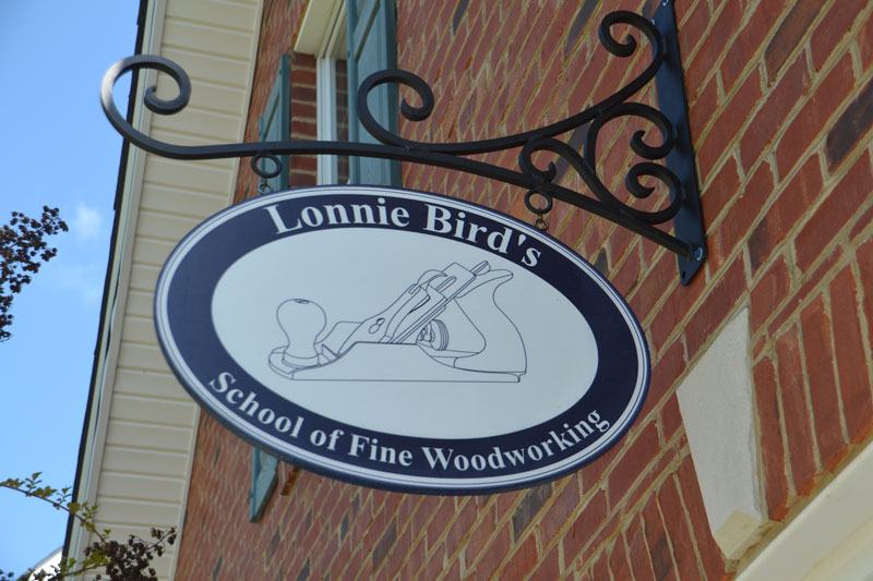 Lonnie bird shop sign